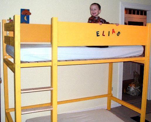 elias-auf-dem-hochbett.jpg